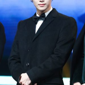 Kim Kibum black coat